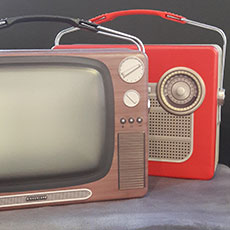 lunch-tins-vintage-tv-radios